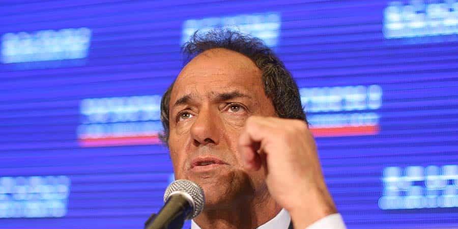 Daniel Scioli y Mauricio Macri buscan nuevos votos en segunda vuelta en Argentina