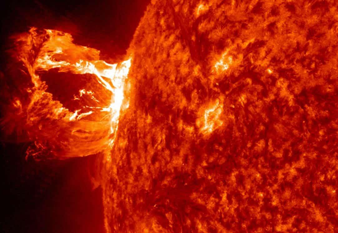 Tormenta solar ofrece espectáculo astronómico en año nuevo