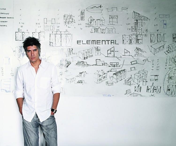 Chileno experto en vivienda social recibe Nobel de arquitectura