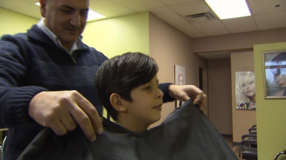 Tío de Alan Kurdi abre peluquería a pocos días de llegar a Canadá