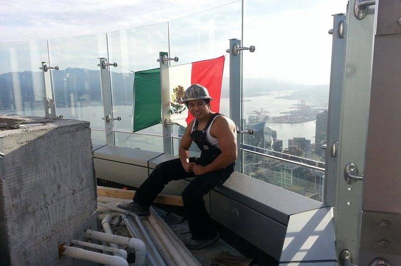 Ondean bandera de México en proyecto de Trump en Vancouver