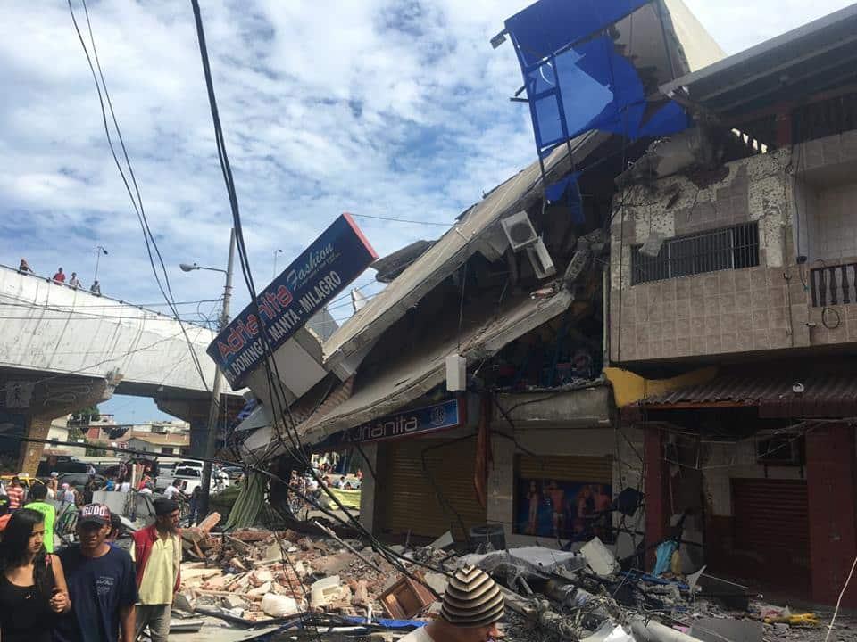 Número de víctimas fatales de terremoto en Ecuador sube a 480 y seguirá aumentando