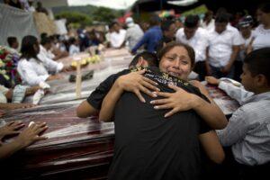 hoyla-nuevos-rescates-dan-esperanzas-tras-terremoto-en-ecuador-20160419