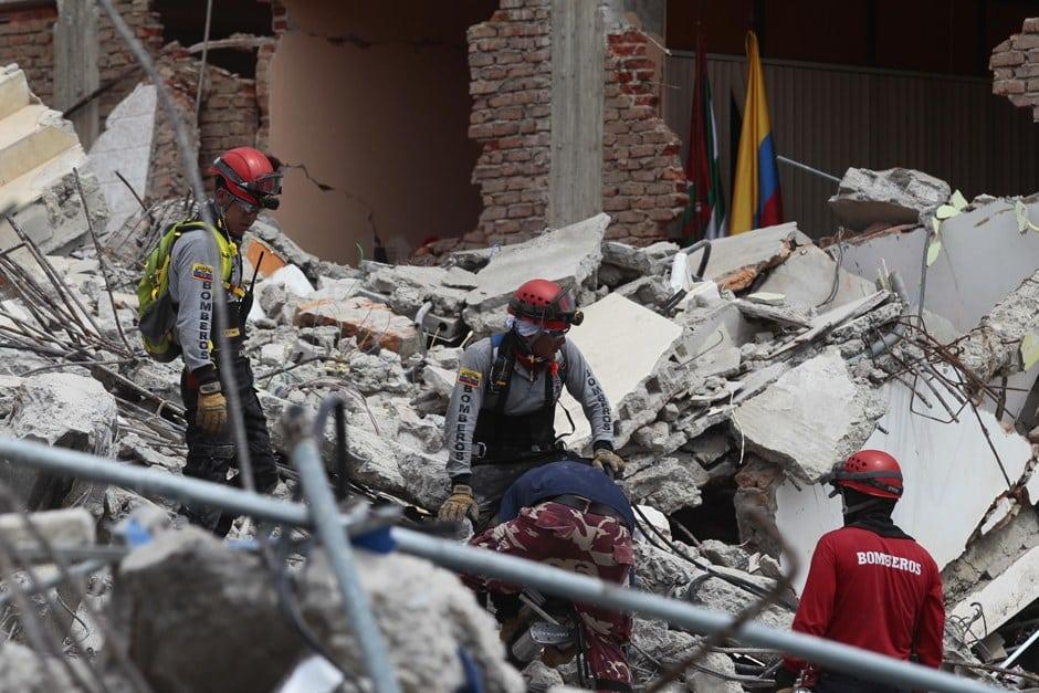 Terremoto en Ecuador: Muertes llegan a 587 y seguirían subiendo, desaparecidos alcanzan los 155. Fuertes réplicas siguen sacudiendo al país de la mitad del mundo