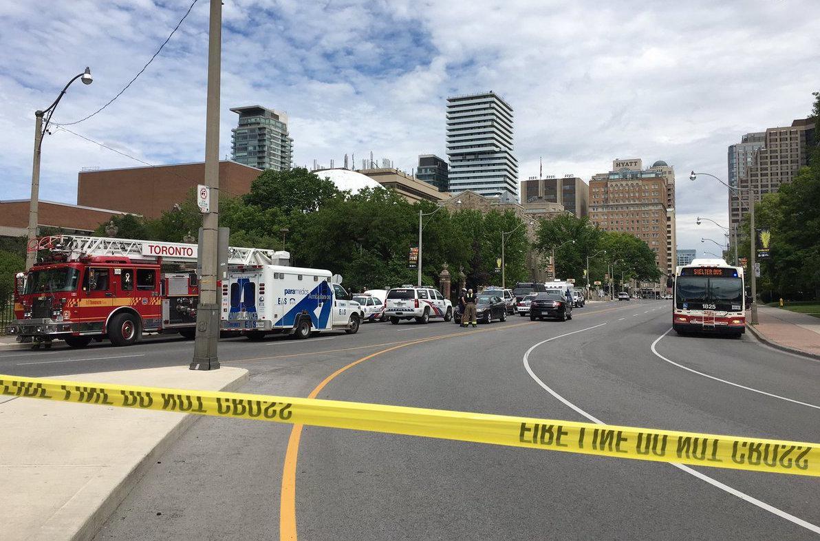 Accesos e interior de U de Toronto permanecen cerrados ante amenaza de un supuesto enmascarado portando armas