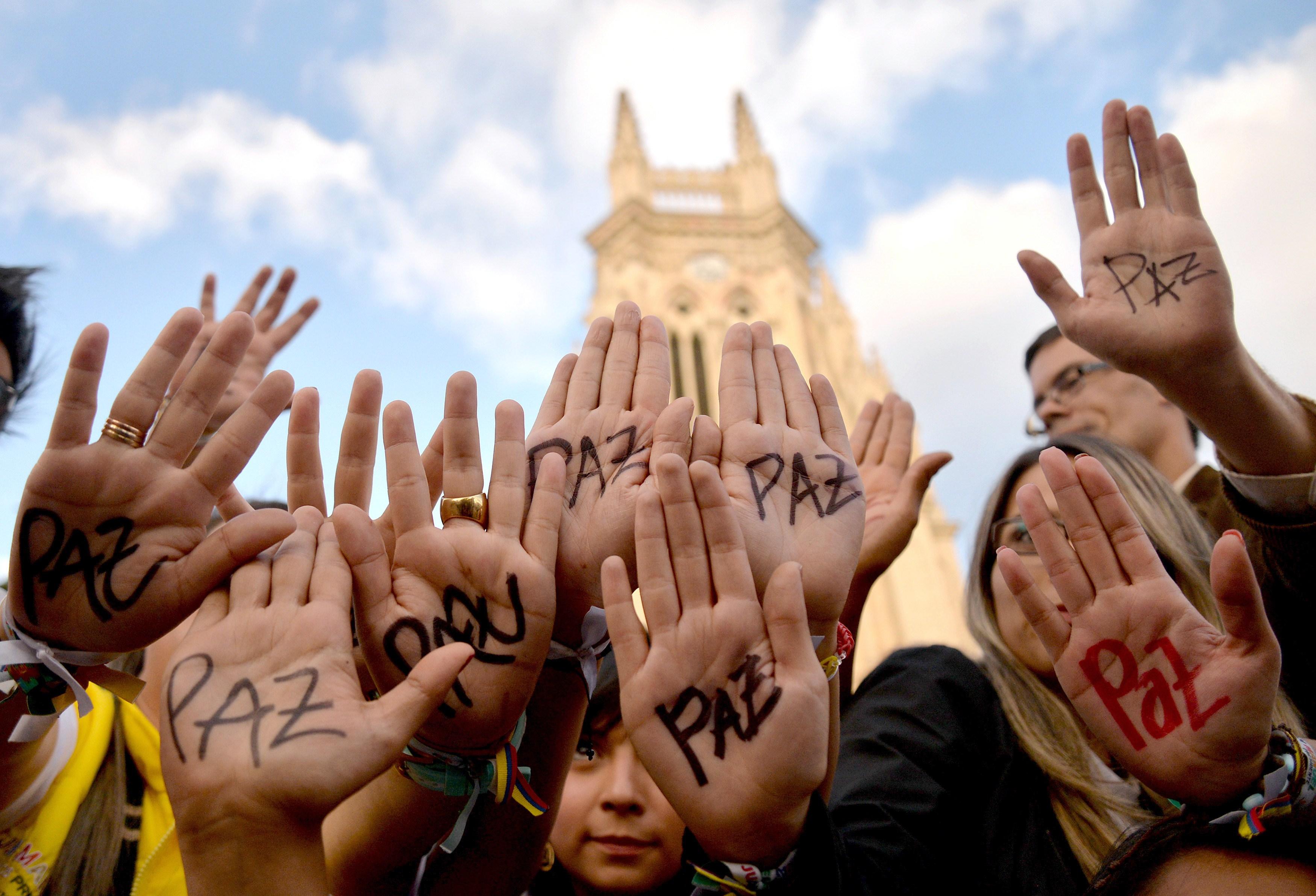 FARC y gobierno colombiano anuncian histórico acuerdo de paz