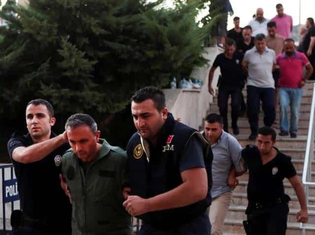 Fallido golpe en Turquía : 8.513 policías suspendidos suman a medidas contra golpistas