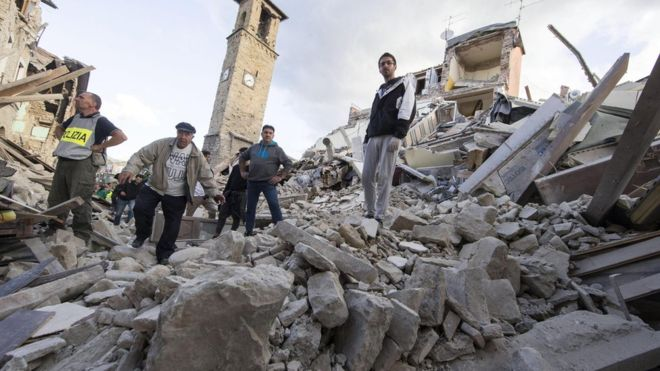 Terremoto de 6.2 grados en escala Richter sacude el centro de Italia, localidad resulta destruída en su 70% y víctimas fatales suman mas de 240