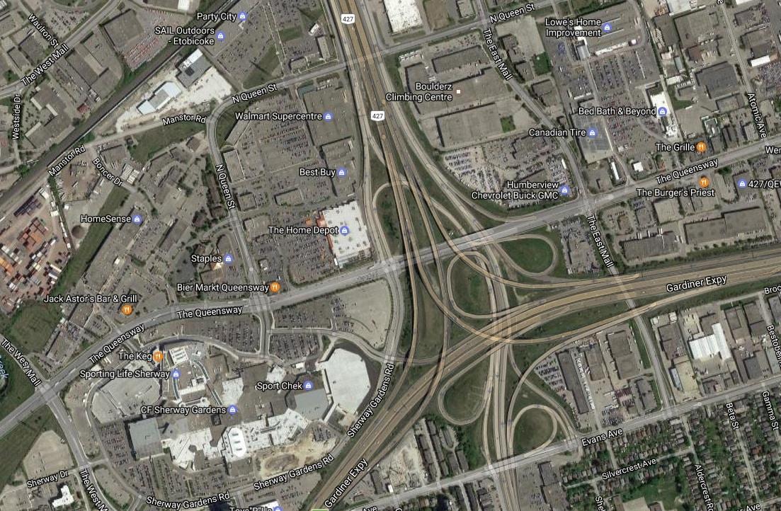 Gardiner Expressway reabierta luego de colisión entre dos vehículos