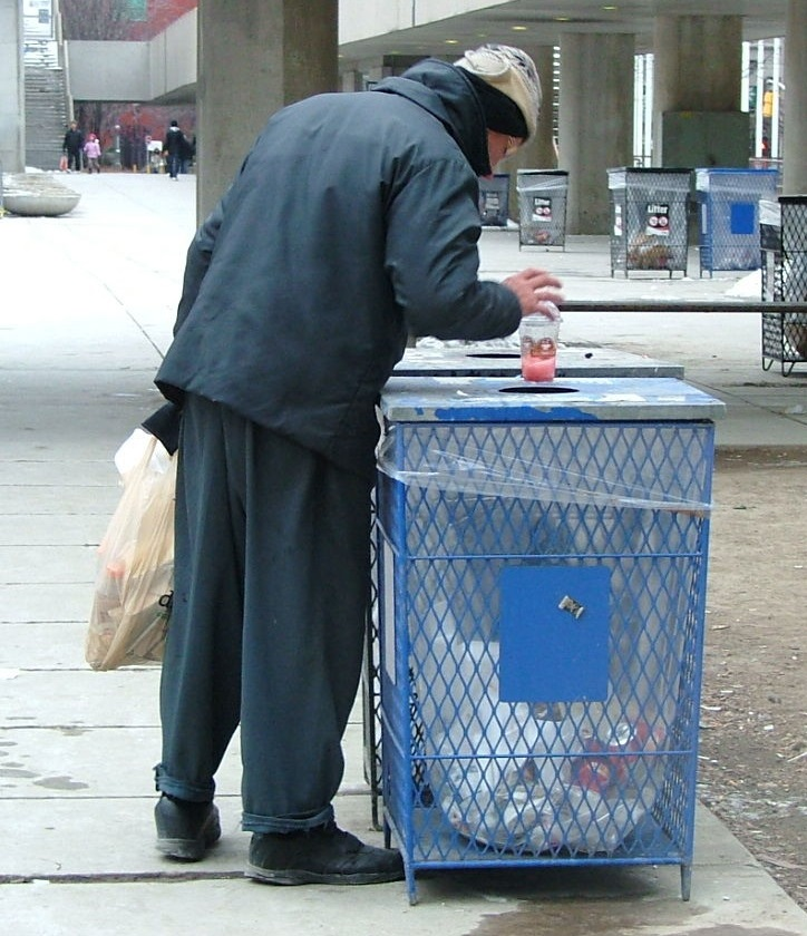 Servicio de ayuda a indigentes de Toronto podría sufrir recortes por presupuesto