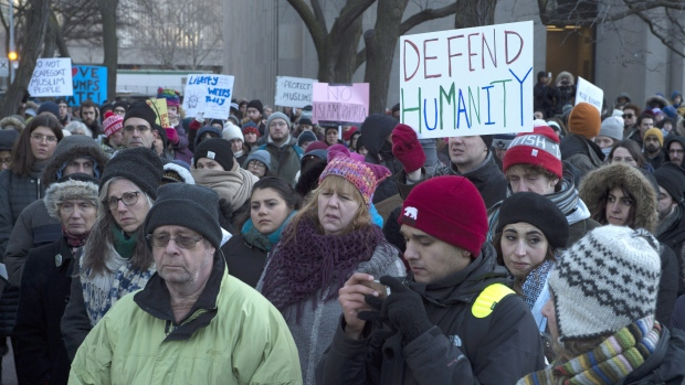 Organizan protesta frente a consulado de EEUU en Toronto