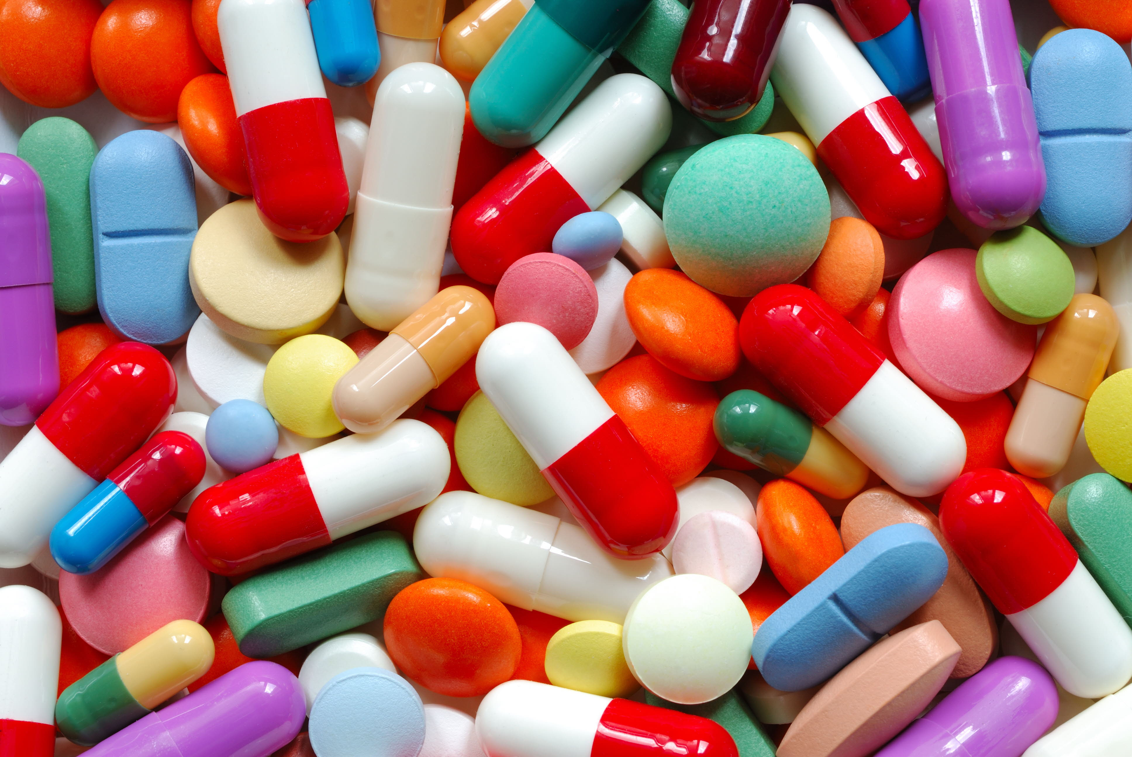 Acceso universal a medicamentos escenciales mejoraría sustancialmente la salud de canadienses, señalan estudios