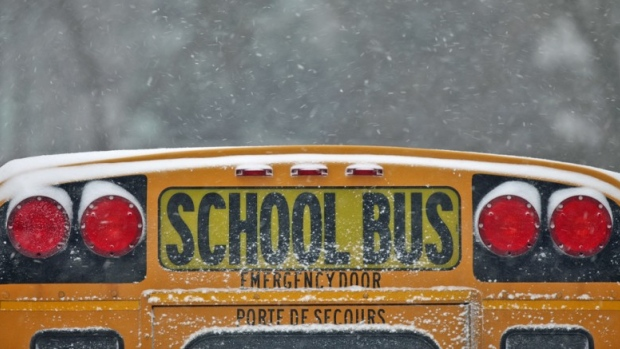 Rutas de buses escolares canceladas por lluvia congelada en el GTA