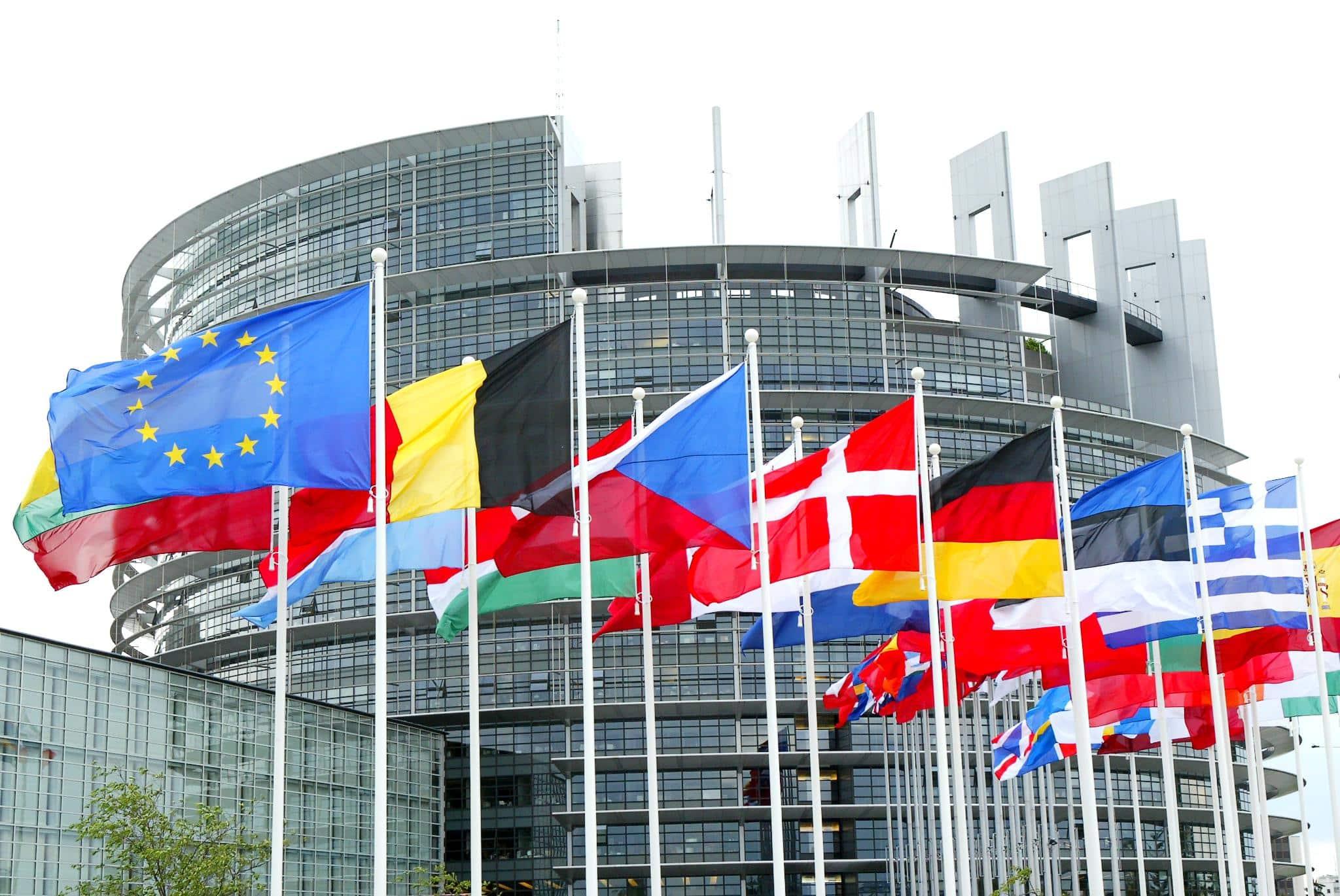 Tras años de negociaciones, parlamento europeo aprueba tratado de comercio con Canadá