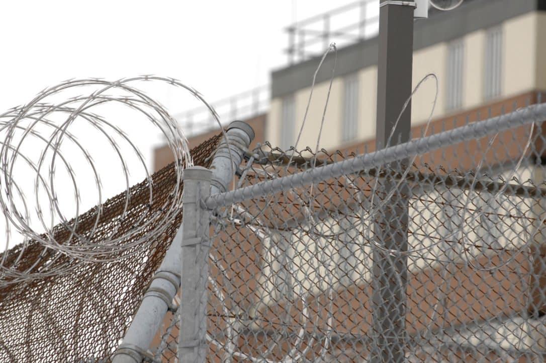Cientos de niños canadienses han sido detenidos en centros de inmigración, acusa informe