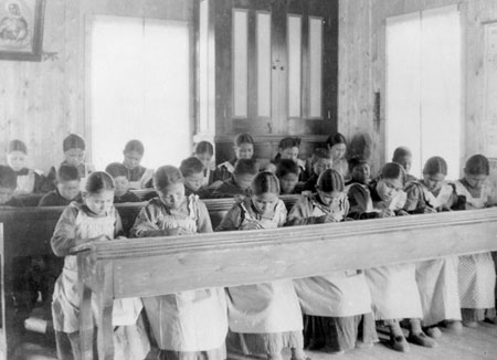 Gobierno federal comienza compensaciones a víctimas de Escuelas residenciales indígenas