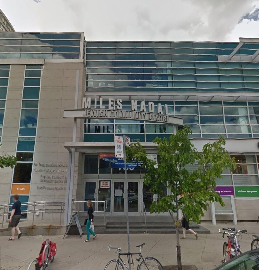Se evacúa escuela en downtown Toronto por amenaza