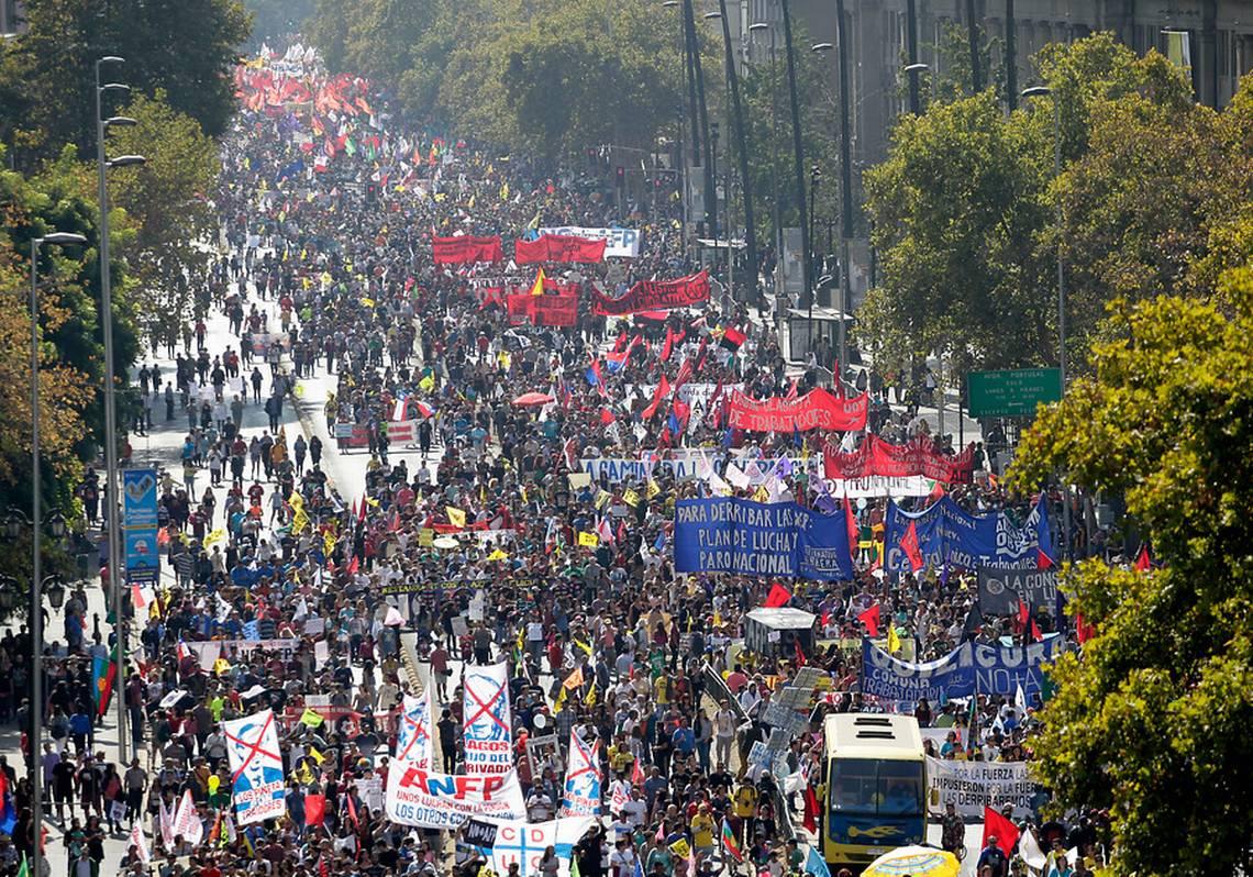 Chile, el precursor de los fondos privados de pensiones se rebela contra este invento que se extendió por Latinoamérica