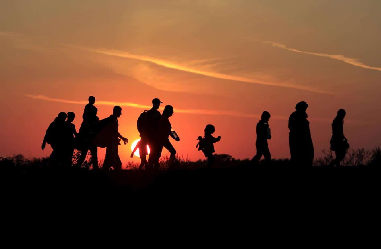 A medida que el número de refugiados ha subido, la asistencia legal federal ha disminuído sostiene informe