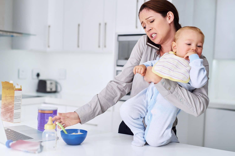 El agotamiento parental existe, sostienen expertos canadienses