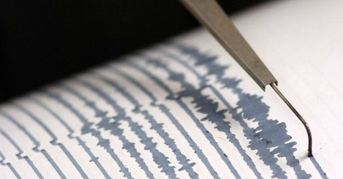 Fuerte sismo magnitud 6.9 sacude extensa área de Chile.