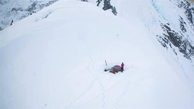 Andinista de origen argentino se encuentra varada en montaña de Yukón tras fuerte sismo