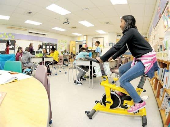 Revolucionario programa de colegio de Oshawa logra que estudiantes se concentren utilizando la actividad físico