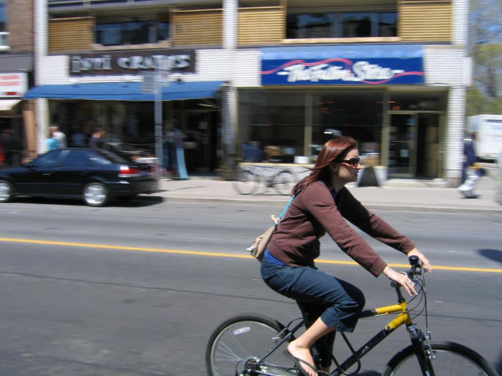Nuevo plan busca premiar a ciclistas que usan tiendas locales en Bloor St.