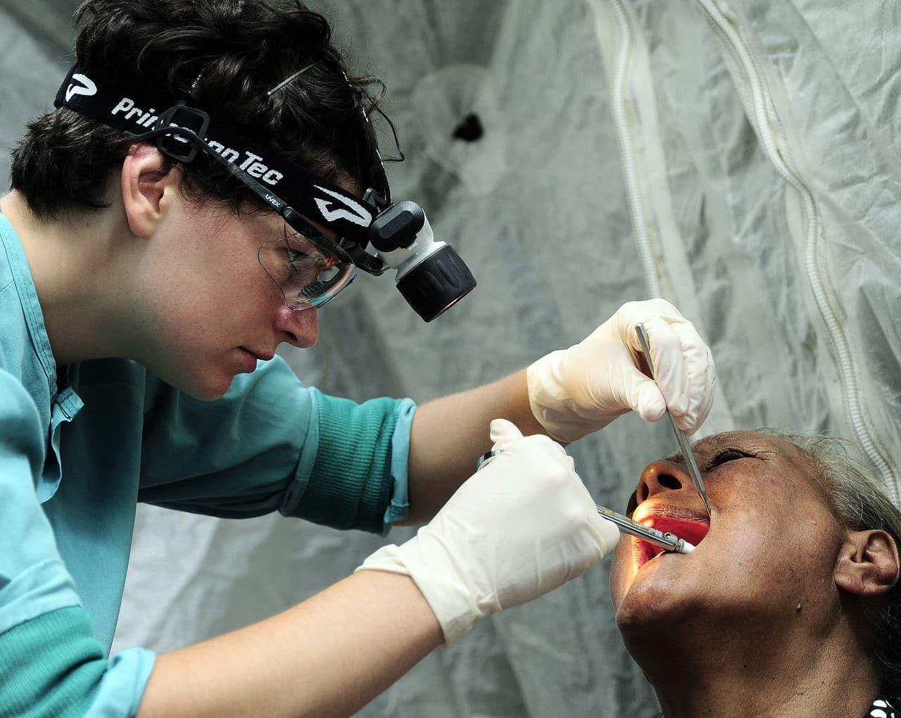 Se alerta a pacientes dentales por falta de higiene en clinica de Burlington