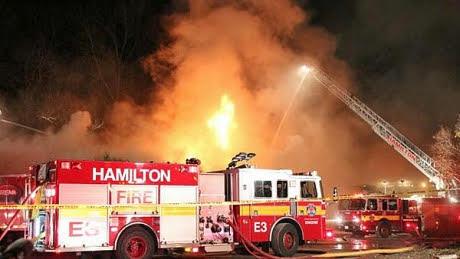 Tres personas fallecen en un incendio en Hamilton