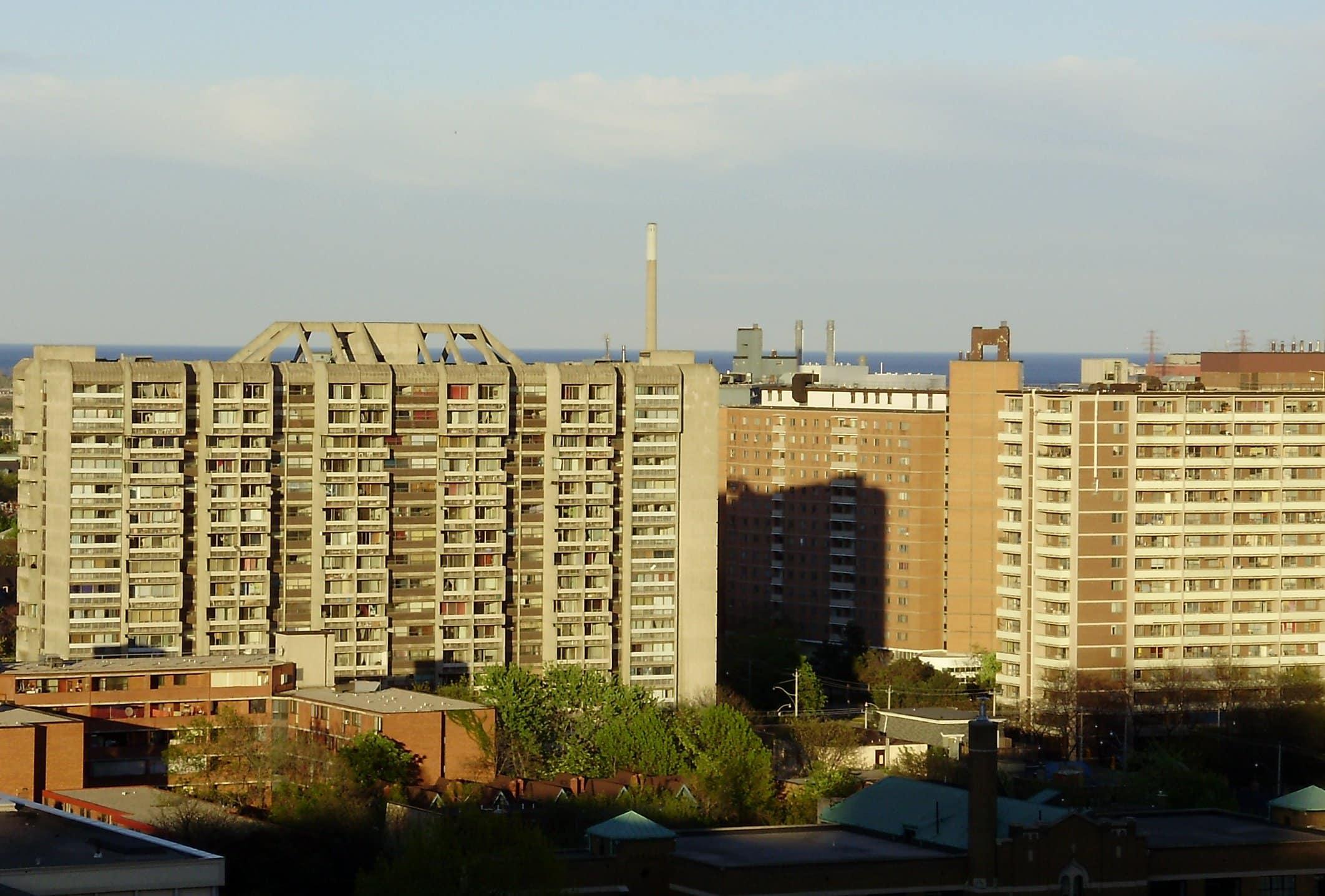 Urge inyección de dinero en viviendas publicas en Toronto