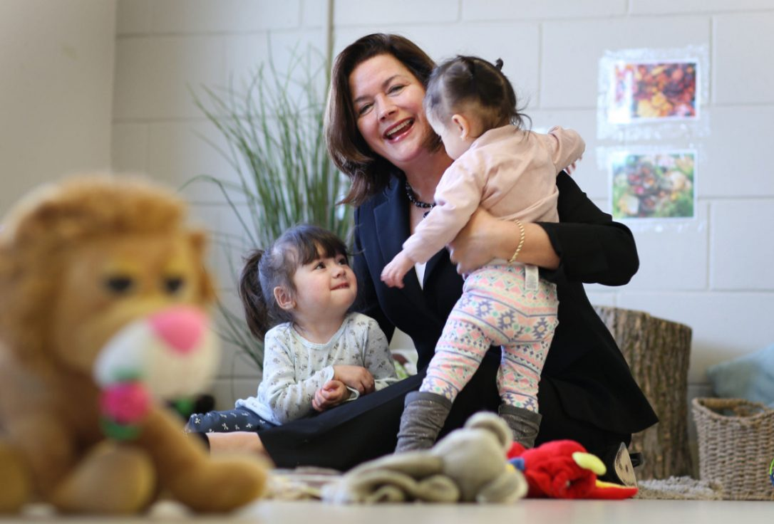 Ontario se compromete a instaurar guarderías accesibles en un plan de 5 años