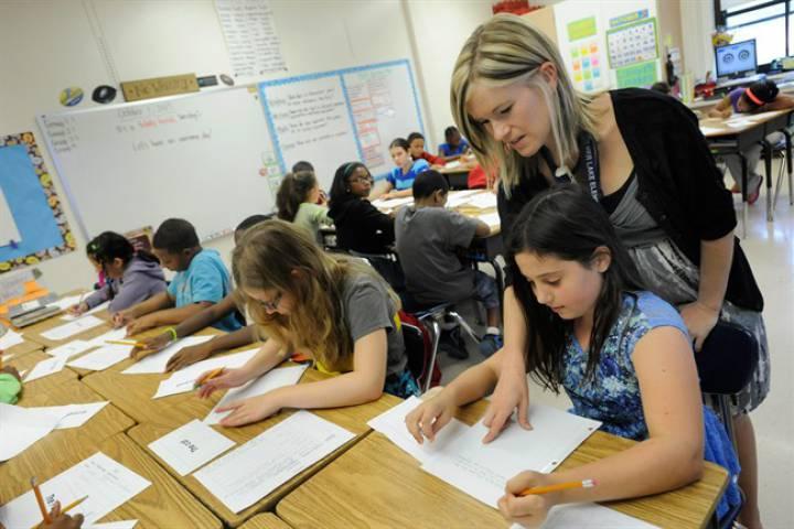 Estudiantes de colegio católico de Ontario podrán optar a no asistir a clases de religión, tras petición de apoderada