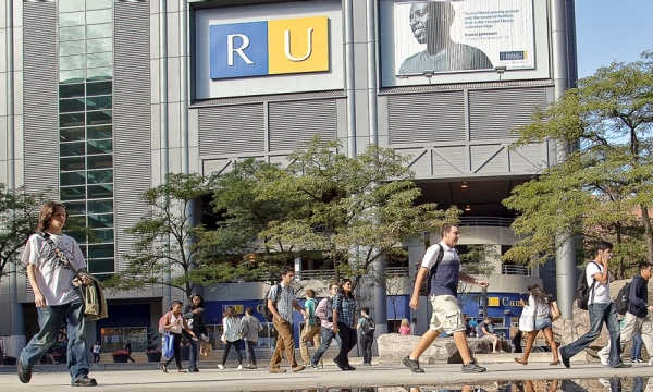 Centro de alumnos y estudiantes originarios piden cambiar nombre de la Universidad de Ryerson