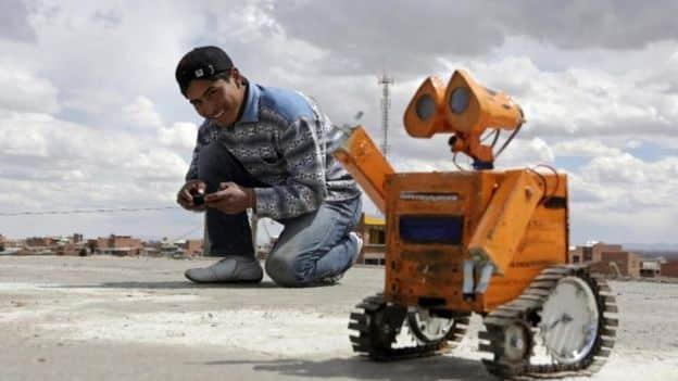 Esteban Quispe, el genio boliviano adolescente que fabrica robots con desechos