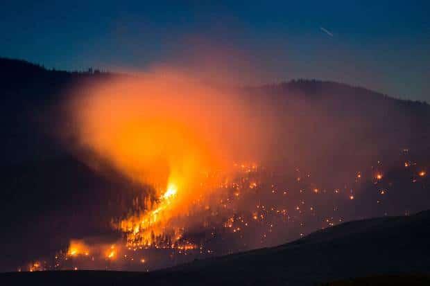 Carreteras de Columbia Británica continúan cerradas producto de los incendios forestales