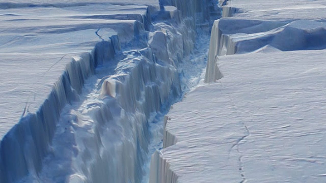 Gigantesco iceberg se desprende de la Antártica
