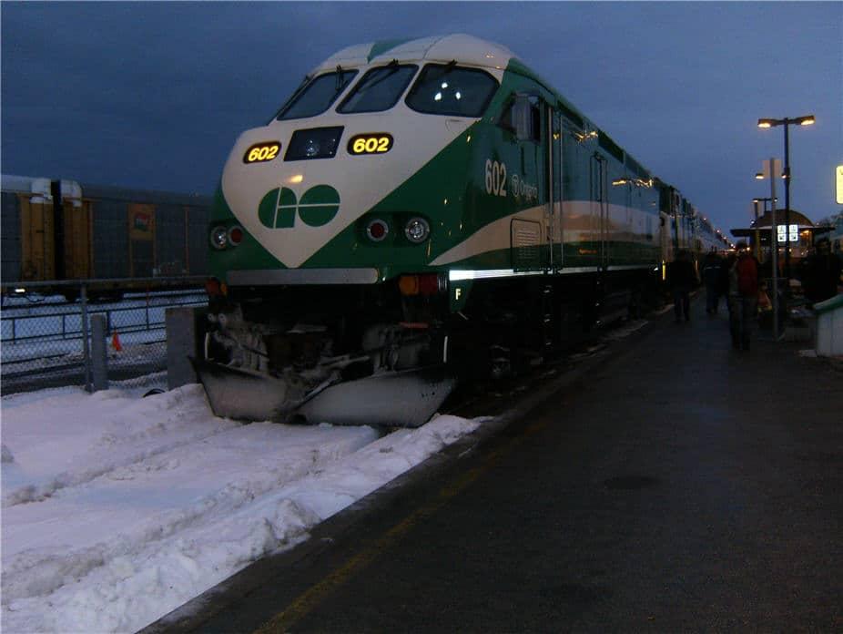 Revelan intereses de Ministro de Transportes de Ontario en construcción de estaciones de Go Transit.