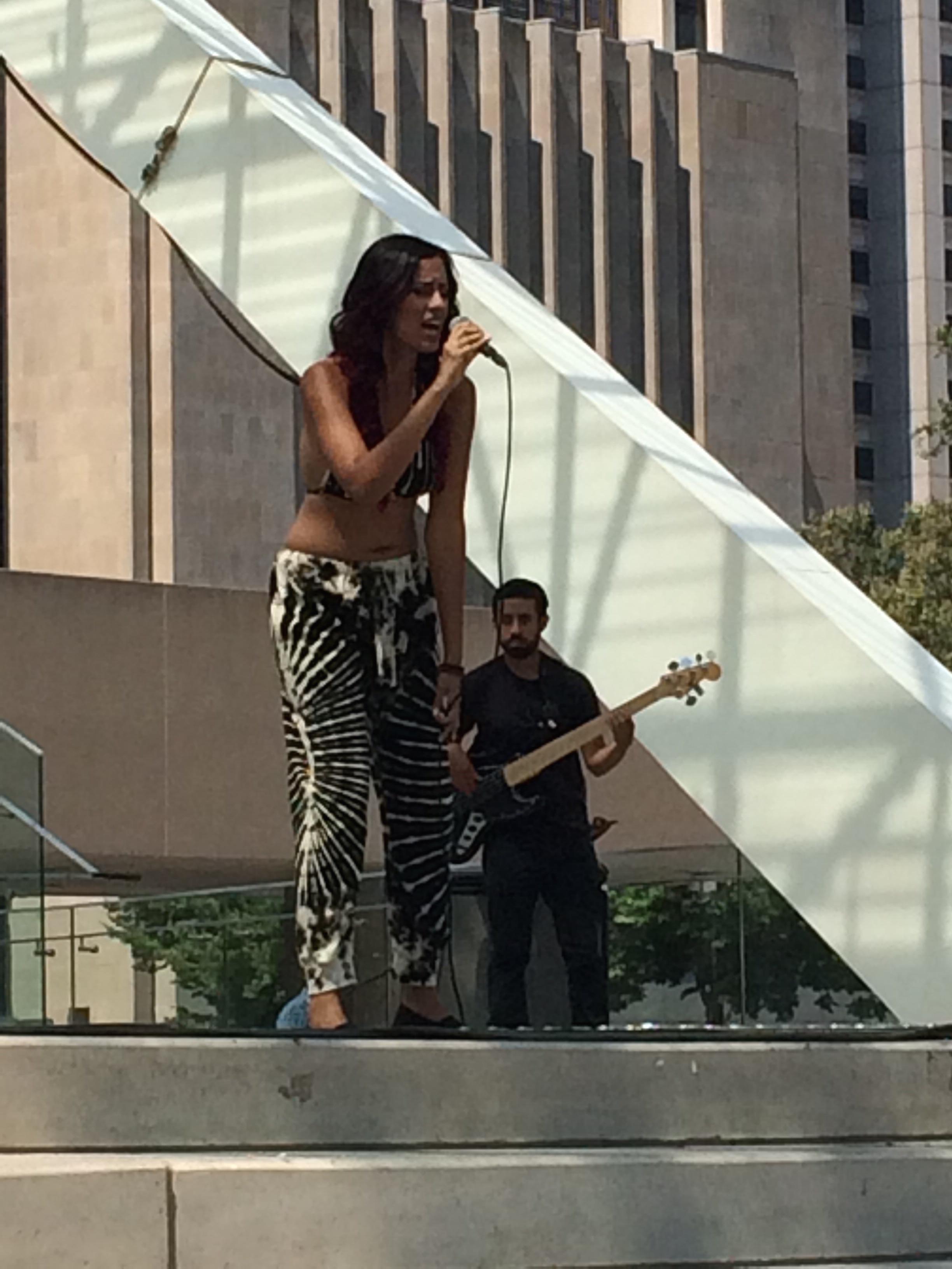 Continúa ciclo de música gratis al aire libre en el City Hall