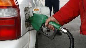 Pronostican alza de bencina en Canadá tras tormenta tropical Harvey en Texas