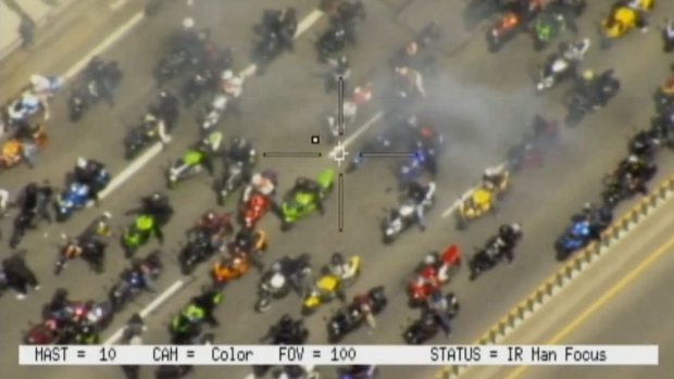 Policía busca indentificar grupo de motociclistas en carreteras de Toronto