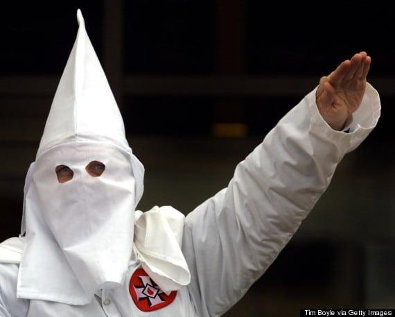 Crecen grupos de supremacía blanca y extrema derecha en EEUU, de acuerdo a informe