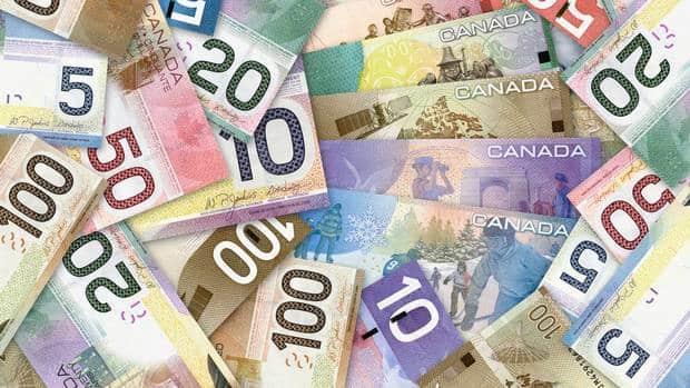 Ingresos de canadienses crece pero al mismo tiempo se incrementan las personas viviendo con bajos sueldos, señala censo