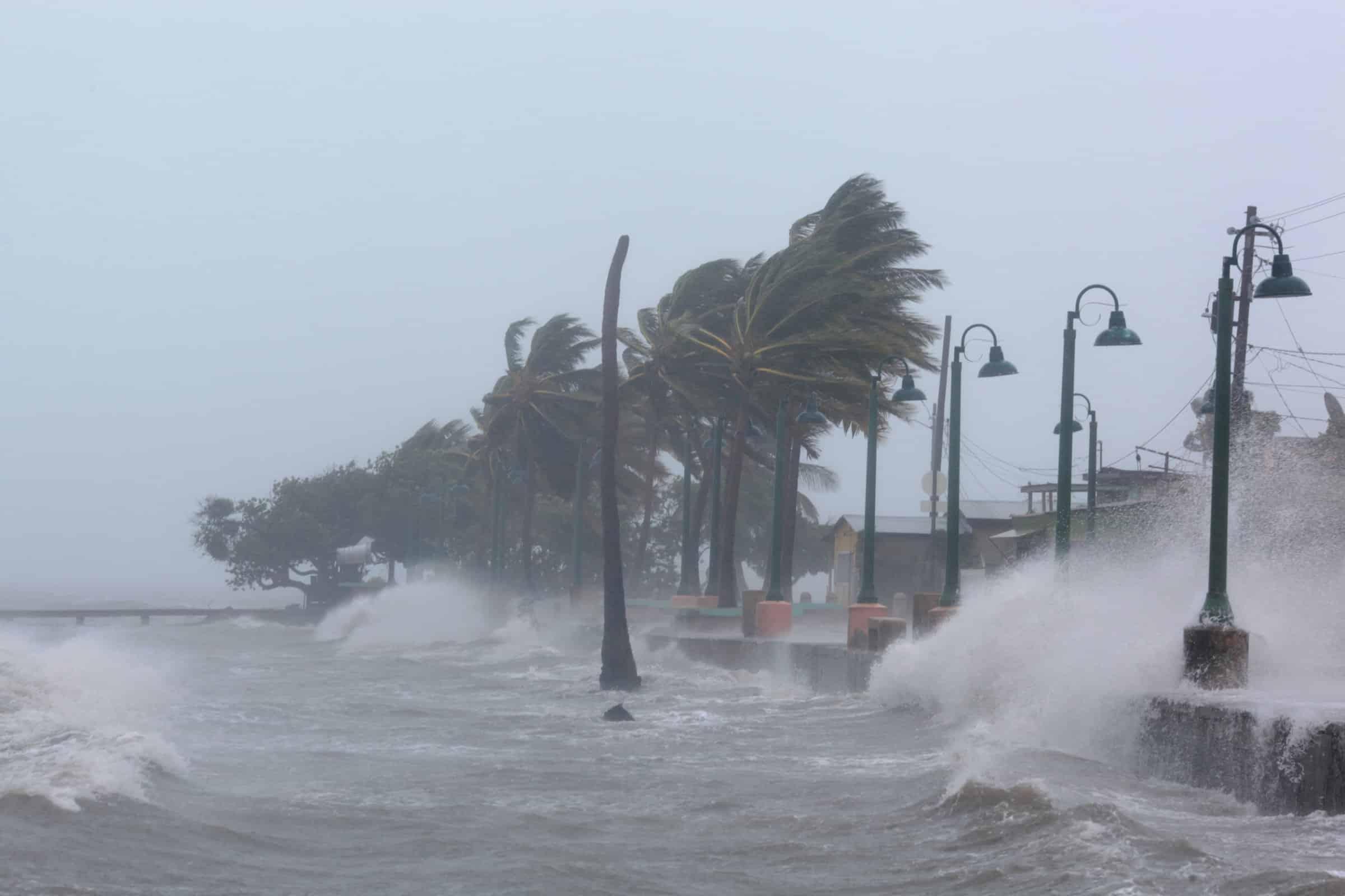 Huracán Irma deja devastador panorama en Barbuda y continúa su trayecto destructivo