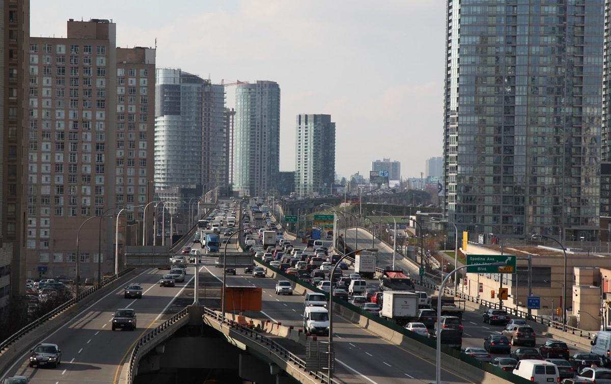 Alcalde de Toronto anunció oficiales de tráfico para intersecciones congestionadas