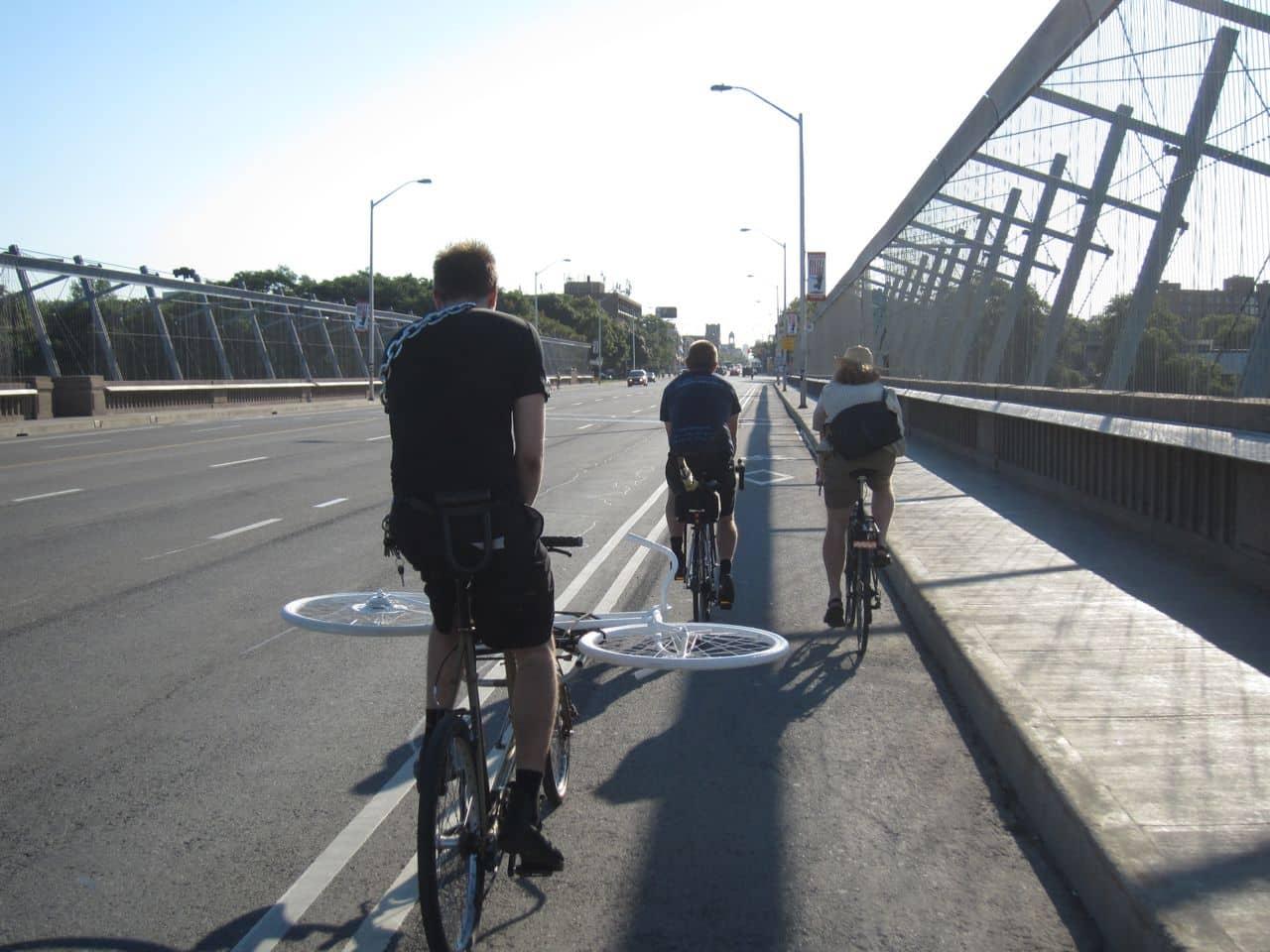 Estudio sugiere que rutas de bicicletas de Toronto en Bloor Street deberían ser permanentes