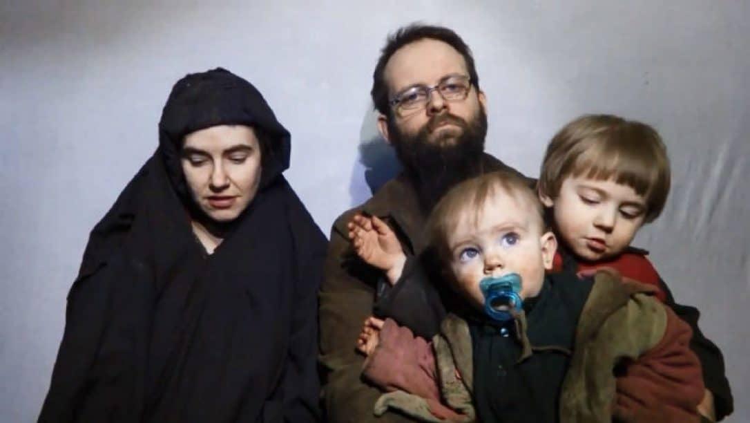 Familia Canadiense-Estadounidense es liberada tras cinco años en manos de grupo Talibán