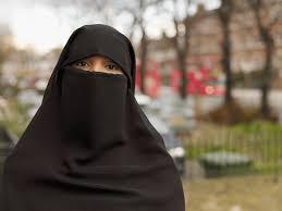 Quebec votará por prohibir rostros cubiertos en quienes atienden y reciben  servicios públicos
