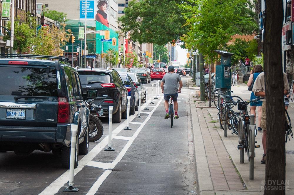 Las ciclovías de Bloor Street se quedan de forma permanente en Toronto