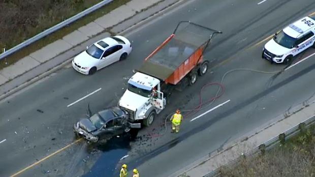 Accidente en Oshawa involucró cinco vehículos cerca de autopista 401